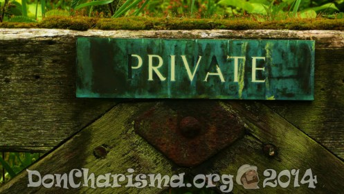 private-gate-sign-20115-DonCharisma.org-1024LE